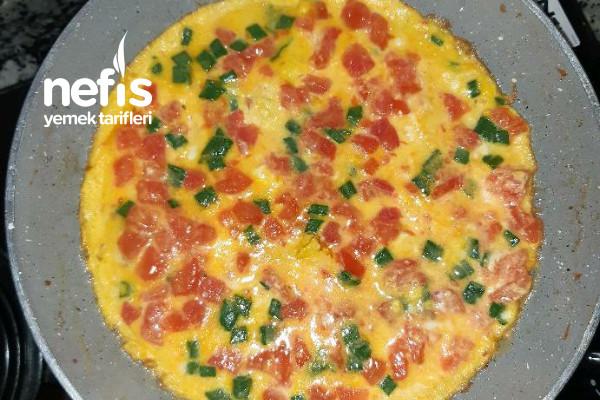 Domatesli Omlet