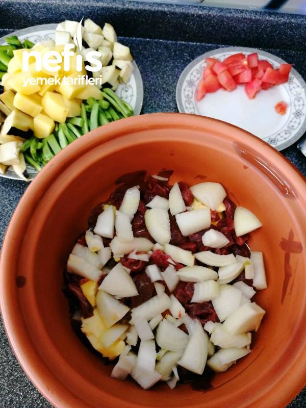 Güveçte Etli Türlü Yemeği (Çok Lezzetli Lokum Gibi Güveç)