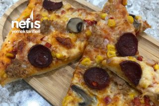 Pizza (Lezzeti Sosunda Saklı) Tarifi