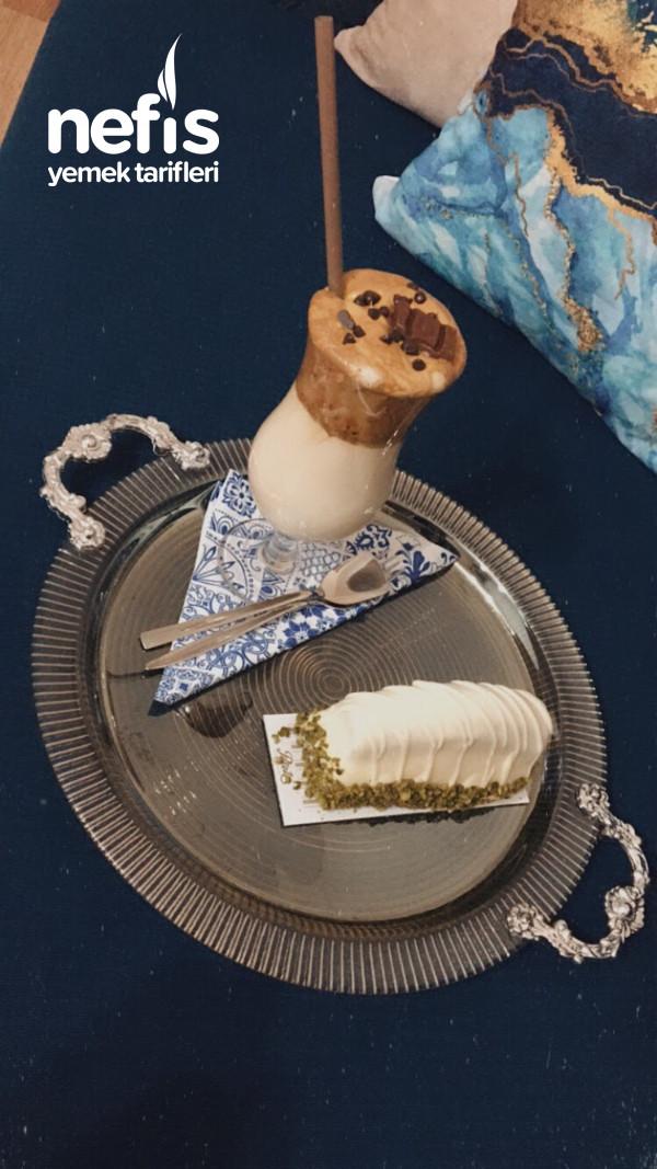 Dalgona Kahve Tarifi (Bardak Bardak İçiren Soğuk Kahve)