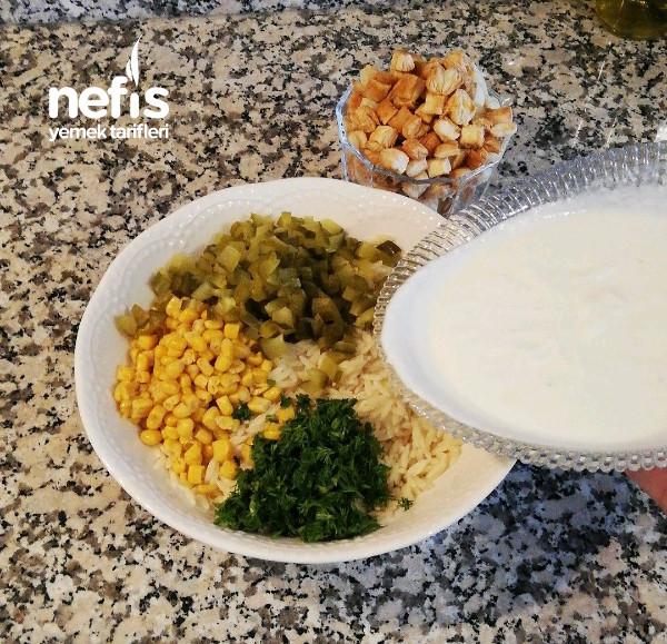 Yoğurtlu Arpa Şehriye Salatası