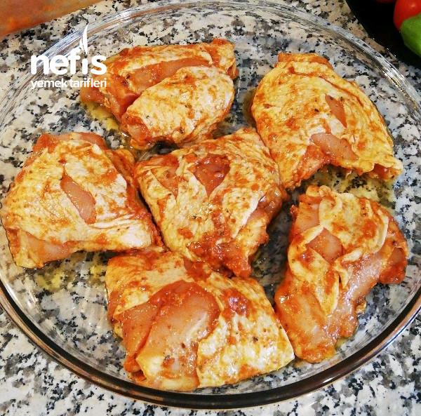 Özel Soslu Fırında Tavuk İncik