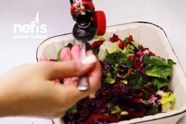Sürekli Salata Yapmaya Üşenenler İçin Hayat Kurtarıcı Tarif