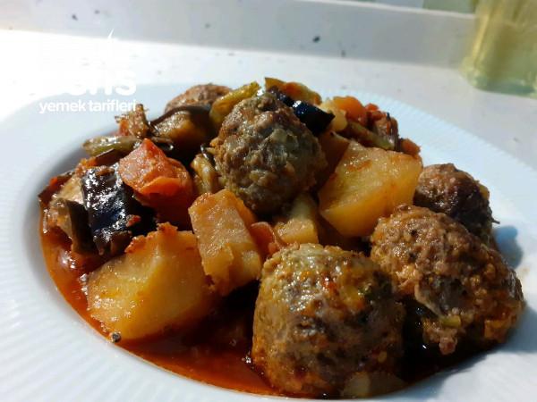 fırın lezzeti tadında köfteli sebze yemeği