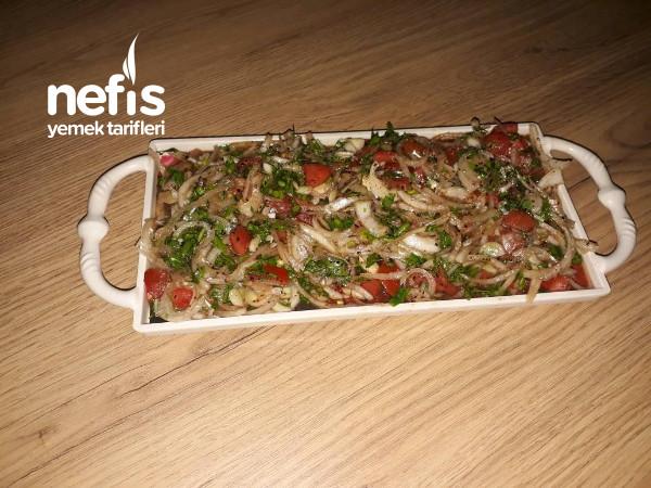 Kebaplarınızın Yanına Çok Yakışacak Soğan Salatası