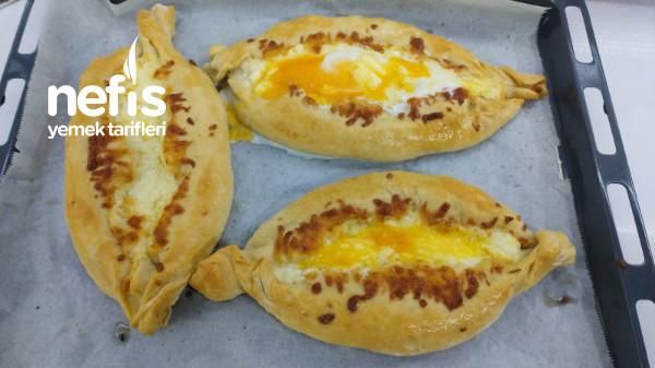 Khachapuri – Haçapuri – 3 Peynirli Yumurtalı Pide
