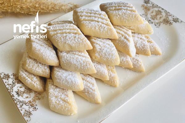 Yiyenlerin Hazır Zannettiği Pastane Usulü Un Kurabiyesi (Videolu)