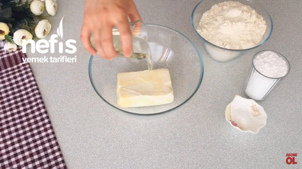 Yiyenlerin Hazır Zannettiği Pastane Usulü Un Kurabiyesi
