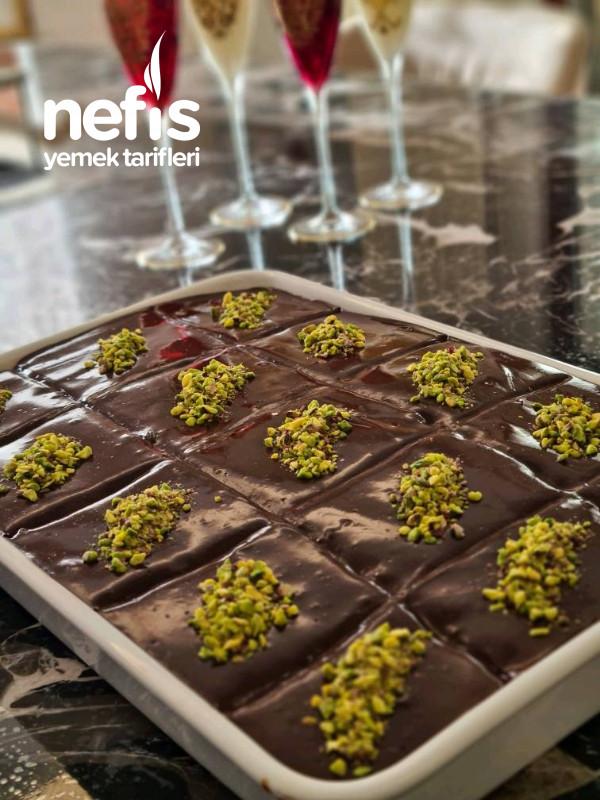 Çikolata Soslu Borcam Pastası (Enfes Bir Pasta Tarifidir.)
