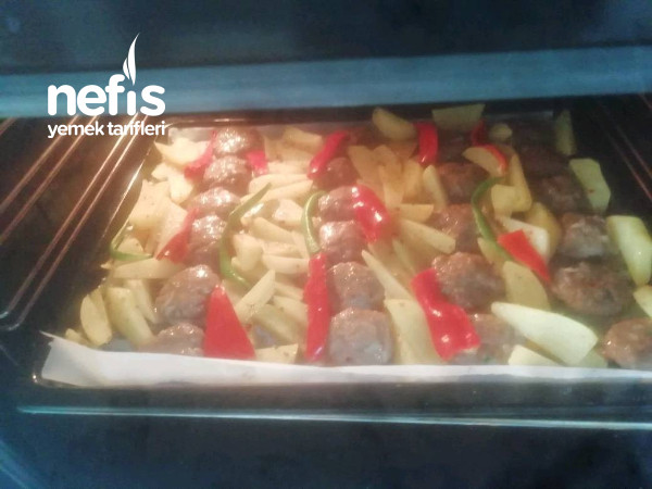 Fırında Mangal Tadında Köfte Ve Baharatlı Patates