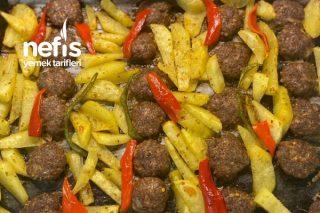 Fırında Mangal Tadında Köfte Ve Baharatlı Patates Tarifi