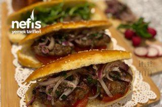 Köfte Ekmek / Köfte Sandviç (Yumuşacık Sandvıç) Tarifi