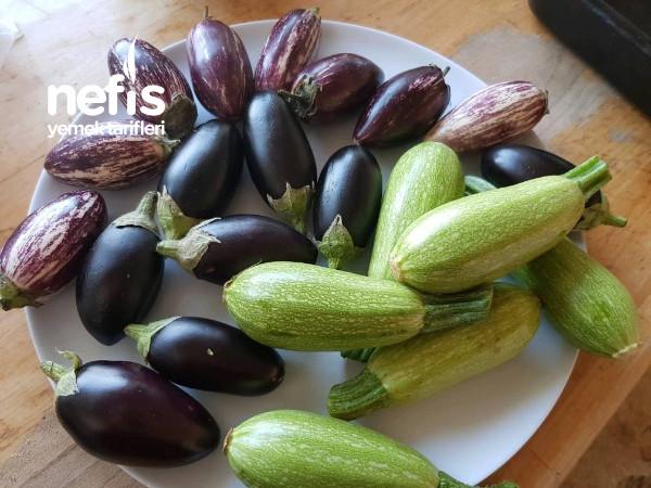 Fırında Küçük Patlıcanlı Kabaklı Tavuk