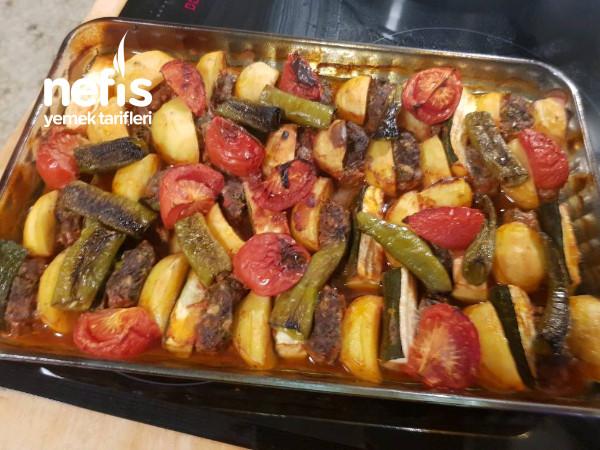 Fırında Patatesli Köfteli Sebze