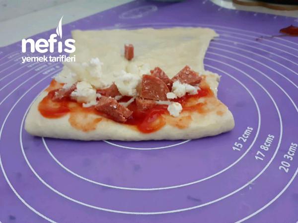 Pamuk Gibi Üç Lezzet Bir Arada Pizza Poğaça Simit