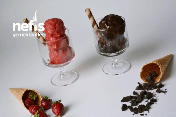 Çilekli Ve Çikolatalı Dondurma