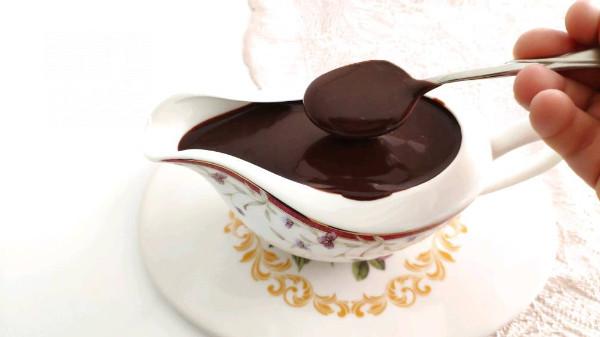 Evde Bulunan Malzemeler İle Çok Amaçlı Çikolata Sosu (Videolu)