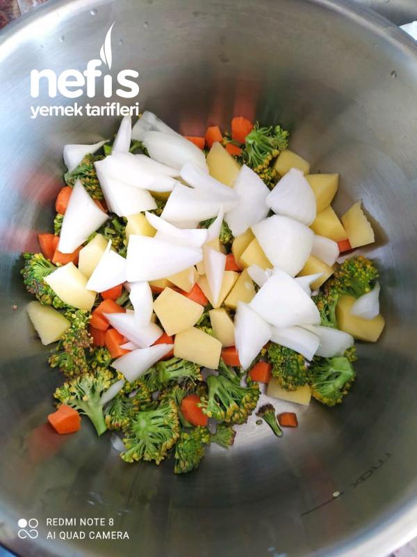 Brokoli Çorbası Ve Kroton