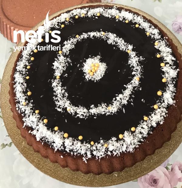 Çikolata Soslu Kremalı ve Kakaolu Tart Kek