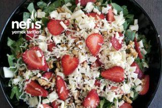 Çilekli Yaz Salatası Tarifi