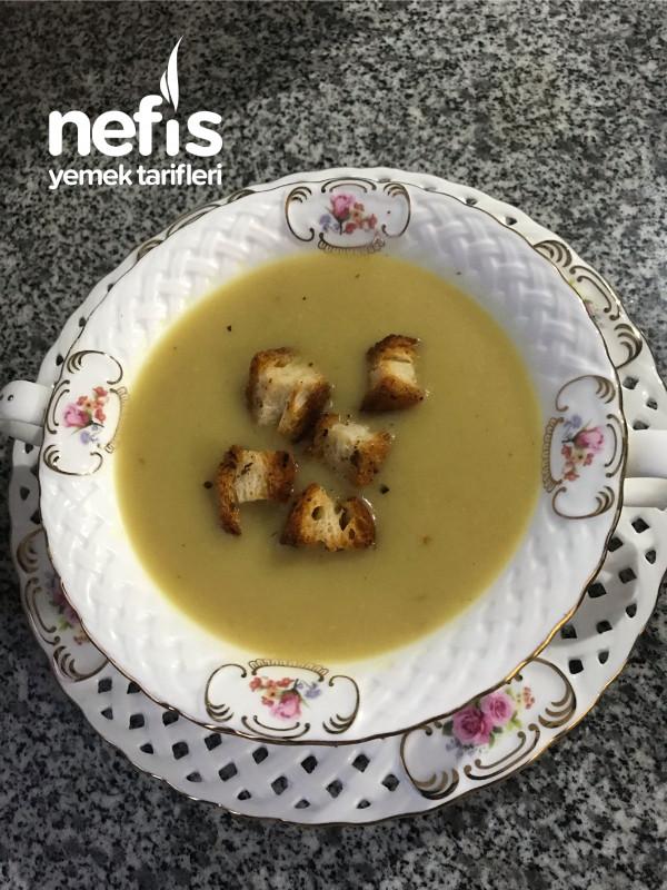 Soğan Çorbası Kıtır ekmek eşliğinde