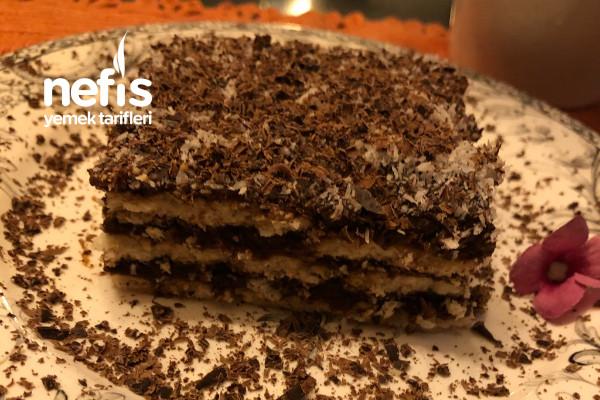 3 Malzemeyle 10 dakikada Kolay Bisküvili Pasta