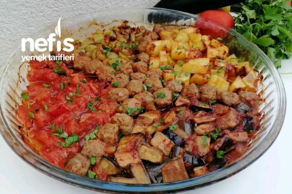 Fırında En Kolay Köfteli Sebze Yemeği (Videolu)