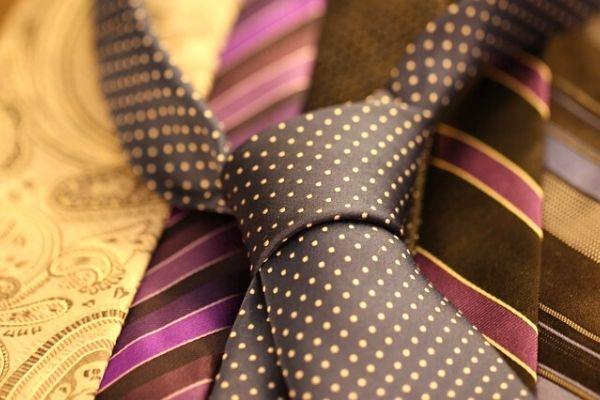 üçgen kravat nasıl bağlanır