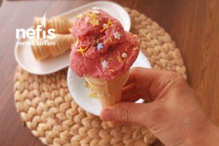 Sadece 3 Malzemeli Çilekli Dondurma (Şeker Yok Saatlerce Karıştırma Yok) (Videolu) Tarifi