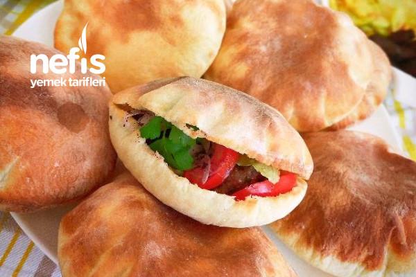 Harika Lezzet Pita Ekmeği Arasında Köfte Patates