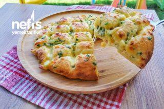 Peynirli Sarımsak Soslu Ekmek (Videolu) Tarifi
