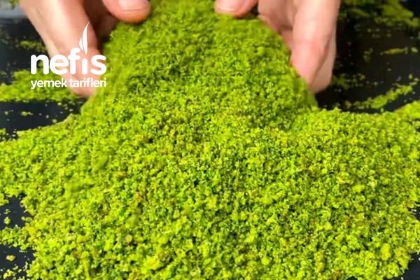 Yalancı Toz Antep Fıstığı Yapımı Tatlıların Üzerine Bol Bol Serpin (Videolu)
