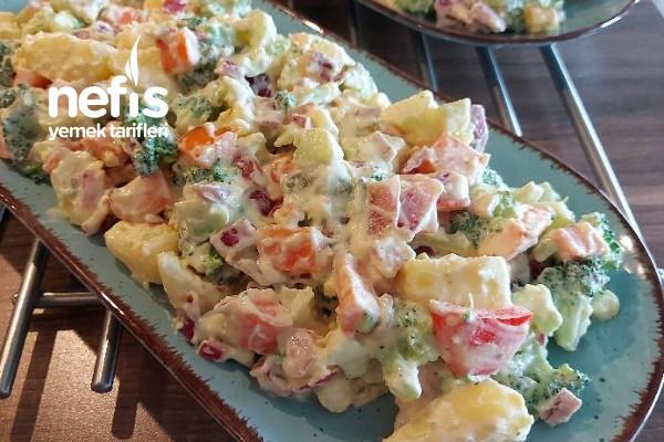 Nefis Soslu Sebze Salatası