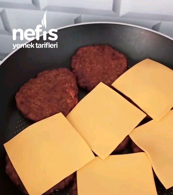 Dışarda Yediğiniz Hamburgerleri Unutturacak Lezzette Bir Hamburger-9509886-070652