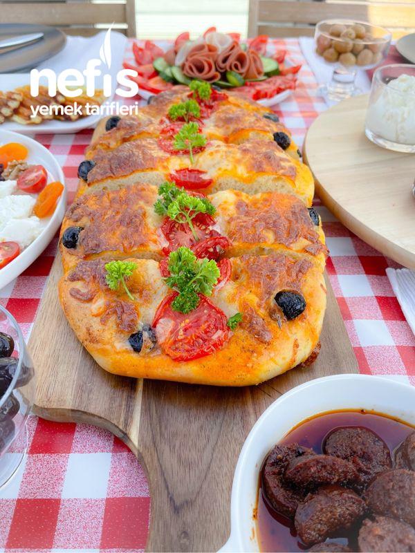 Domates Dilimli Kaşar Peynirli Ekmek