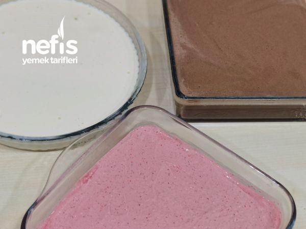 Ev Yapımı Çilekli Sade Ve Çikolatalı Dondurma (Videolu)