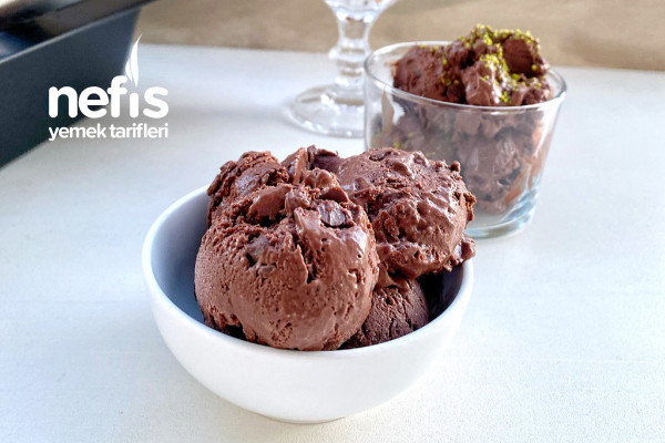 Ev Yapımı Kakaolu Damla Çikolatalı Dondurma