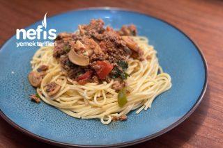 Kıymalı Mantarlı Domates Soslu Spagetti Tarifi
