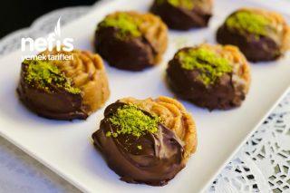 Efsane Un Helvası, Çikolata Kalıplı (Pekmez Ve Fındıklı) (Asla Şaşmayan Ölçü) Tarifi