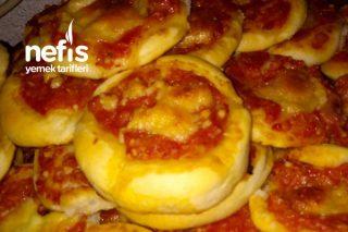 Enfesmi Enfes Lokmalık Domates Soslu Pizzalar Tarifi