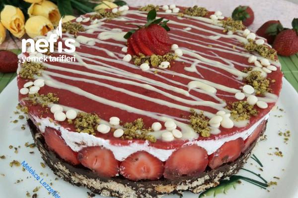 Çilek Soslu Cocostar Mozaik Pasta