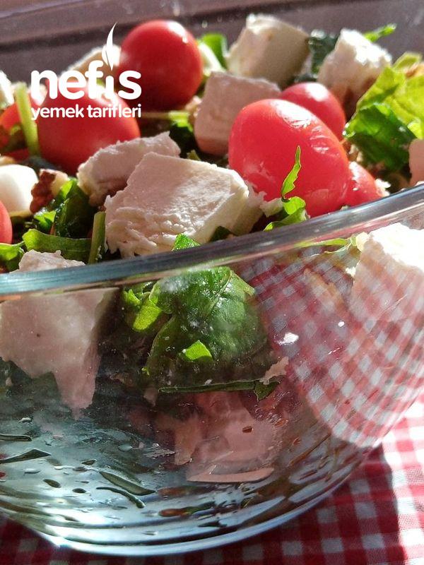 Rokalı Bol Malzemeli Nefis Diyet Salatası