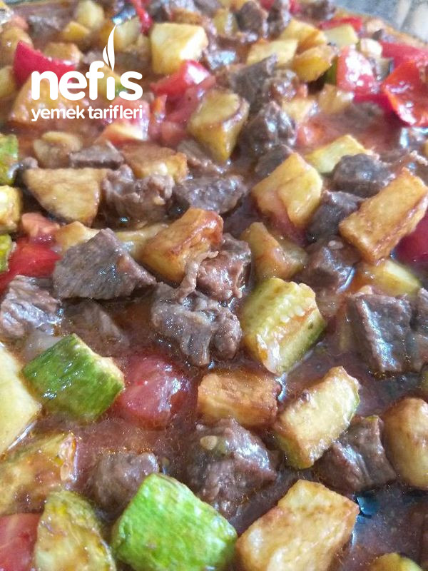 Güveç Lezzetinde Sebzeli Etli Fırın Yemeği