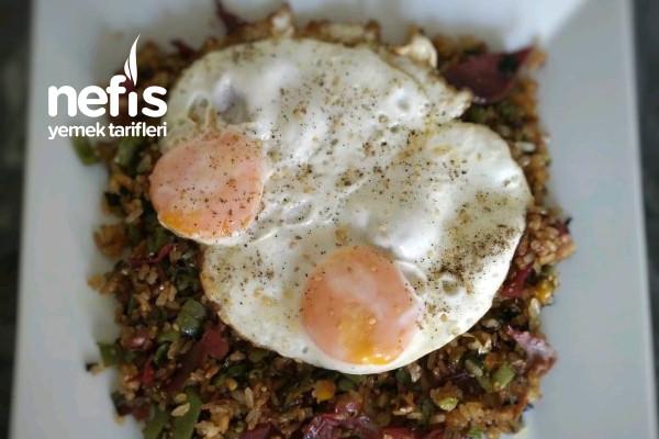 Nasi Goreng (Kızarmış Pirinç)