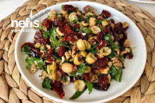 Kuru Domatesli Cevizli Zeytin Salatası Tarifi