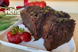 Çilek Parçacıklı Çikolata Kek (Efsane Kek) Tarifi