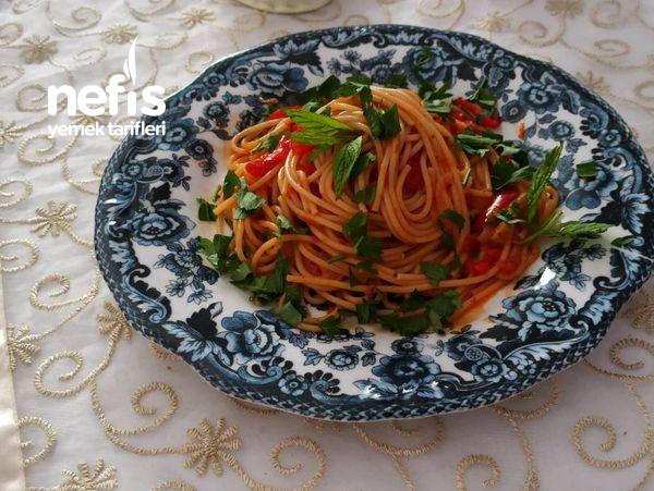 İki Kişilik Kendi Sosunda Pişen Spagetti