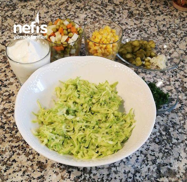 Sıcak Yaz Günleri İçin Lezzetli Ferah Salatamız Garnitürlü Kabak Salatası