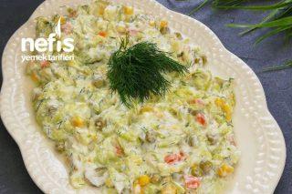 Sıcak Yaz Günleri İçin Lezzetli Ferah Salatamız Garnitürlü Kabak Salatası Tarifi