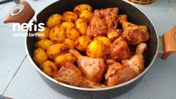 Tavada Patatesli Soslu Tavuk Yemeği
